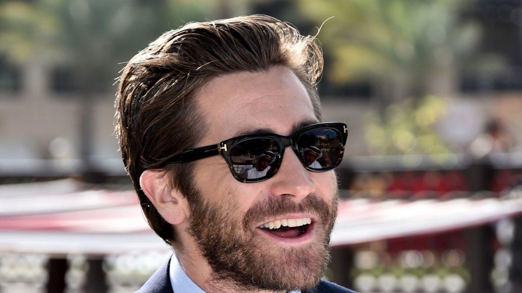 Джейк Джилленхол с бородой в очках