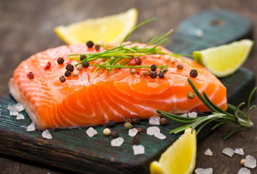 Красная рыба полезна для кожи и волос
